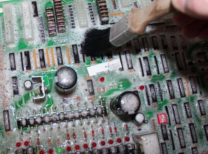 Circuit-Board-Cleaning